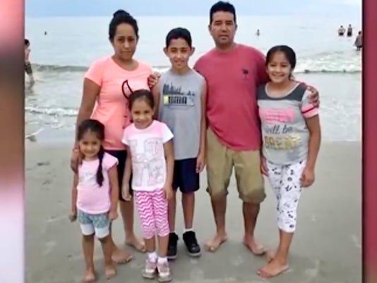 636371808054708679-Deportation-family.jpg