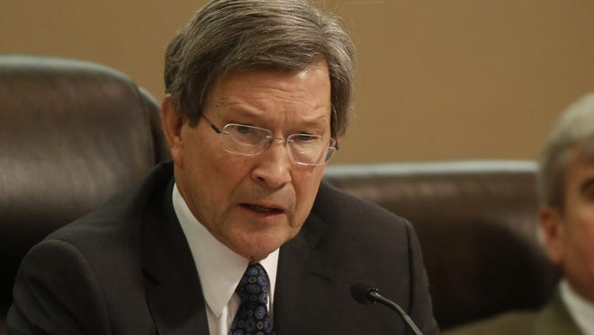 City Attorney Lew Shelley recommends the approval of a settlement of a lawsuit filed by the Tallahassee Democrat against the city during Wednesday's City Commission meeting at City Hall.