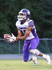 Haywood's Taylor Shields (10) attempts to catch the