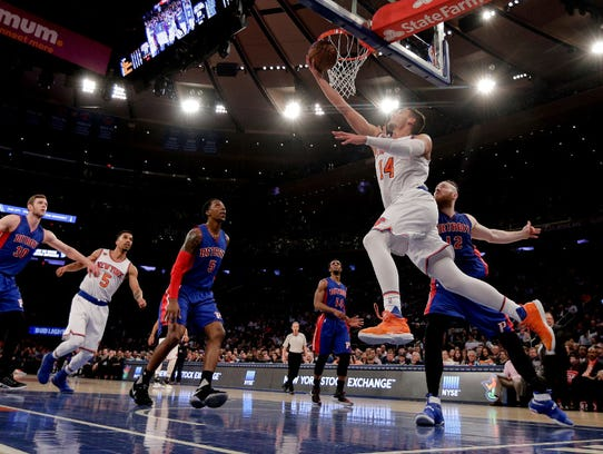 New York Knicks center Willy Hernangomez (14) puts