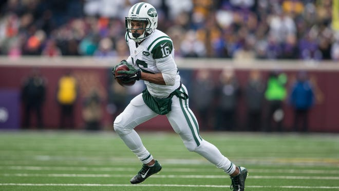 Jets wide receiver Percy Harvin (16) rushes against the Minnesota Vikings in the first quarter at TCF Bank Stadium.
