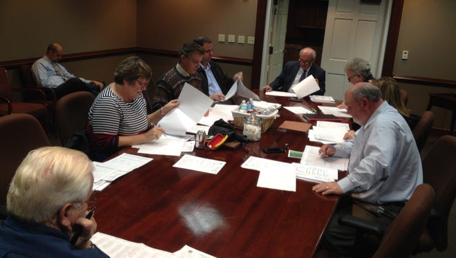Members of Collierville's Board of Mayor and Aldermen on Monday reviewed lists of applicants for various boards and commissions.