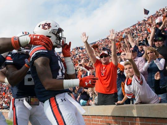 Auburn defensive back Daniel Thomas (24) celebrates