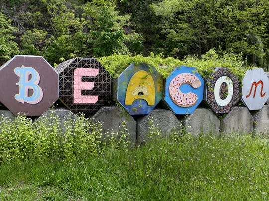 "Part of a ""Welcome to Beacon"" sign."