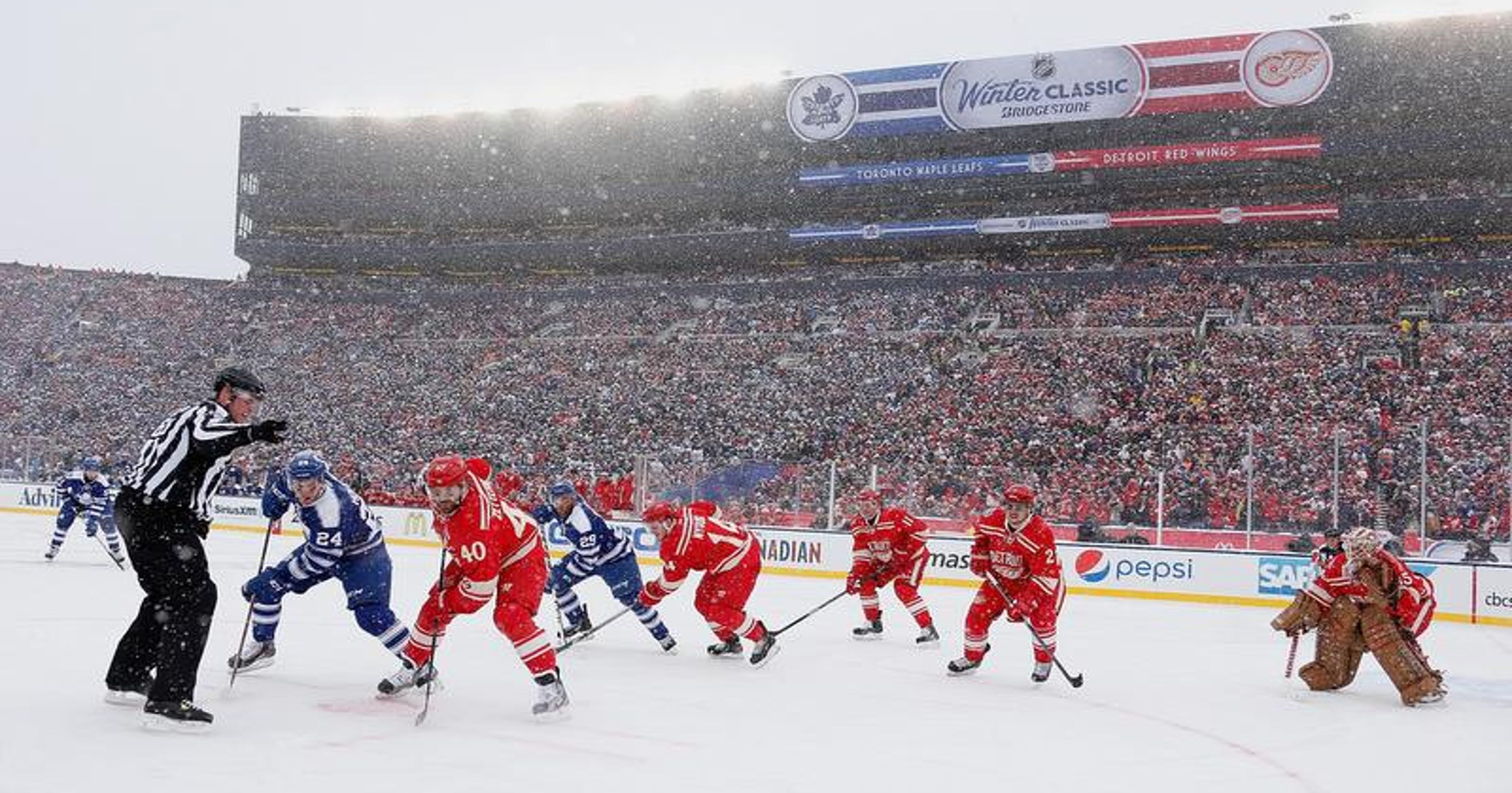 c0ec5d151 NHL Winter Classic  Record crowd of 105