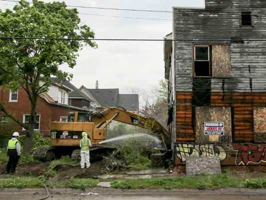 636562138691470084-051216-detroit-demolition-r.jpg