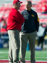 Wisconsin Badgers head coach Paul Chryst talks with