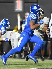 Kentucky running back Benny Snell Jr. (26) scores a touchdown past the Vanderbilt defense during the second half at Vanderbilt Stadium Saturday, Nov. 11, 2017 in Nashville, Tenn.