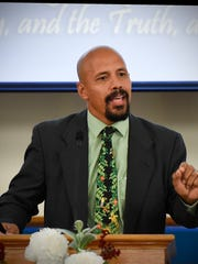 Usama Dakdok, founder of the Florida-based Straight Way of Grace Ministry, spoke Friday, May 27, at Granite City Baptist Church.