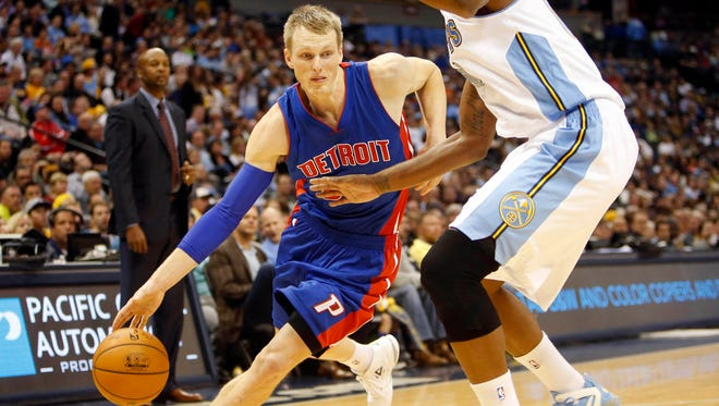 Detroit Pistons forward Kyle Singler (25) drives to the basket against Denver Nuggets forward Darrell Arthur (00) during the second half at Pepsi Center. The Nuggets won 89-79.
