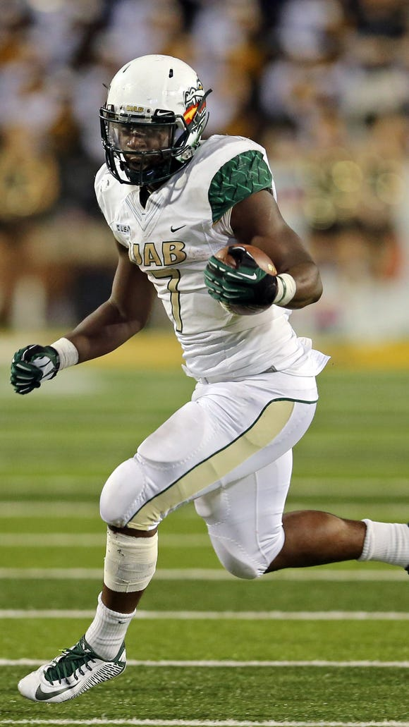 Nov 29, 2014; Hattiesburg, MS, USA; UAB Blazers running back Jordan Howard (7) carries the ball against the Southern Miss Golden Eagles in the second half at M.M. Roberts Stadium. Mandatory Credit: Chuck Cook-USA TODAY Sports