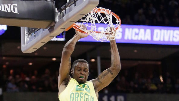 Oregon forward Elgin Cook (23) dunks during the second