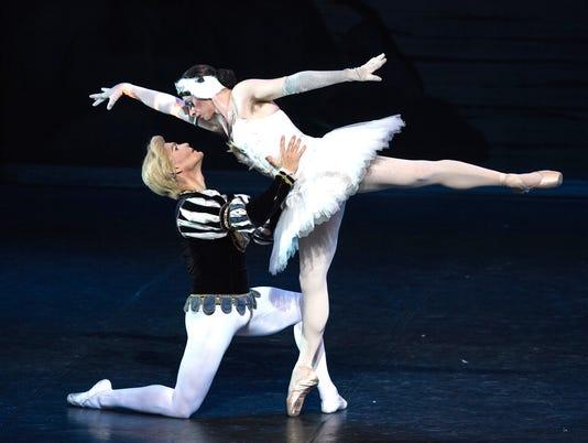 Les-Ballets-Trockadero-de-Monte-Carlo-213-photo-credit-Marcello-Orselli.jpg