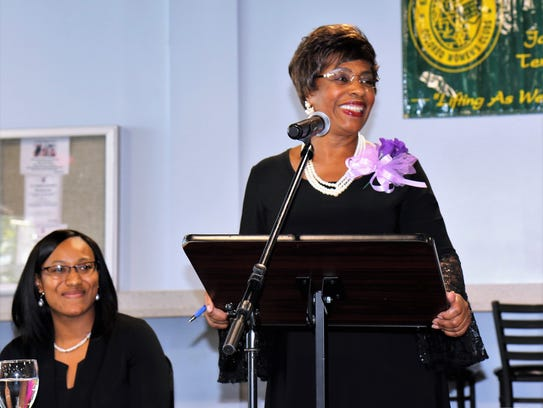 Acquanetta Donnell, scholarship committee chair, announces