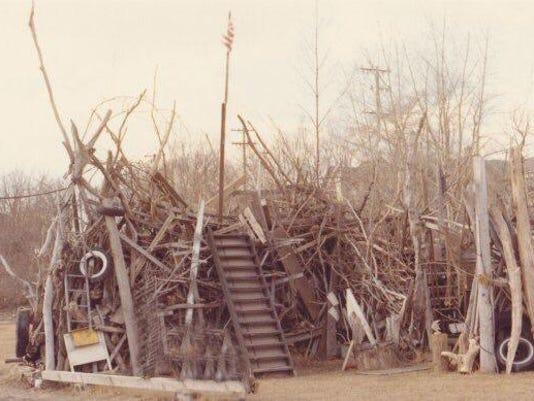636199176037834312--1-Jim-Schneider-driftwood-fence.jpg