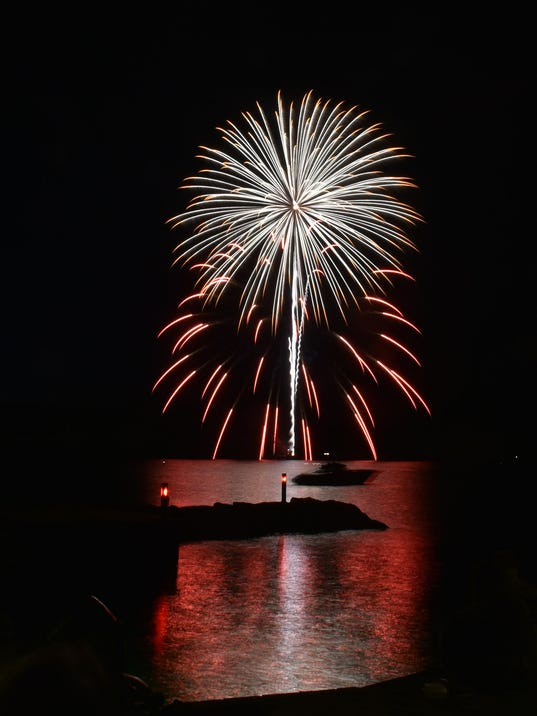 636033367910573144-DCN-0702-fish-creek-fireworks-10.jpg