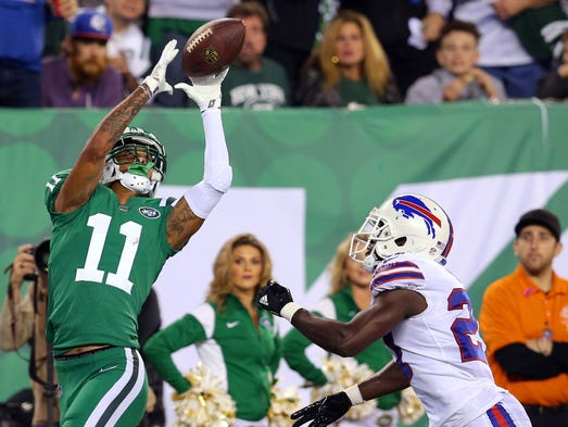 New York Jets wide receiver Robby Anderson (11) catches