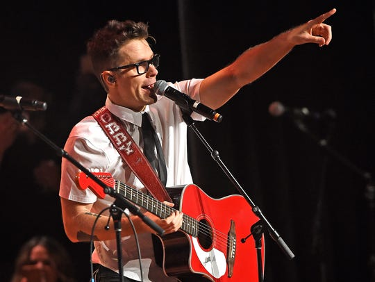 Bobby points to the crowd at the Bobby Bones Million