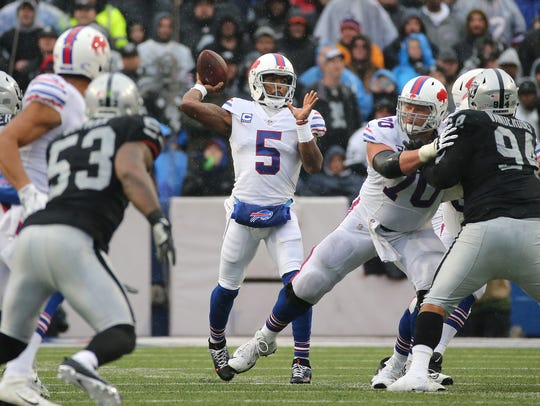 Bills quarterback Tyrod Taylor stands tall in the pocket