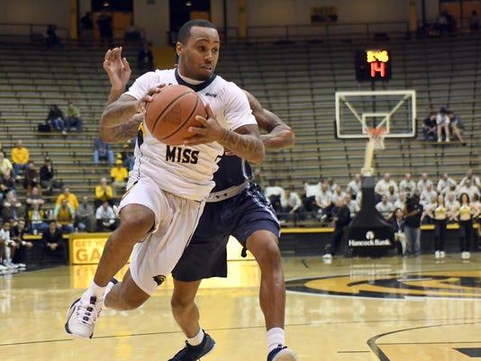 636537210220026232-Old-Dom-vs-USM-Basketball-20.jpg