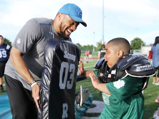 NFL free agent Brandon Chubb (left) gets ready to take on a young tackler at the Novi Fantasy Football Camp.