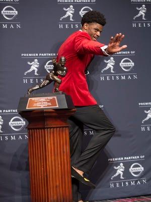 Lamar Jackson does the Heisman pose. Dec. 10, 2016