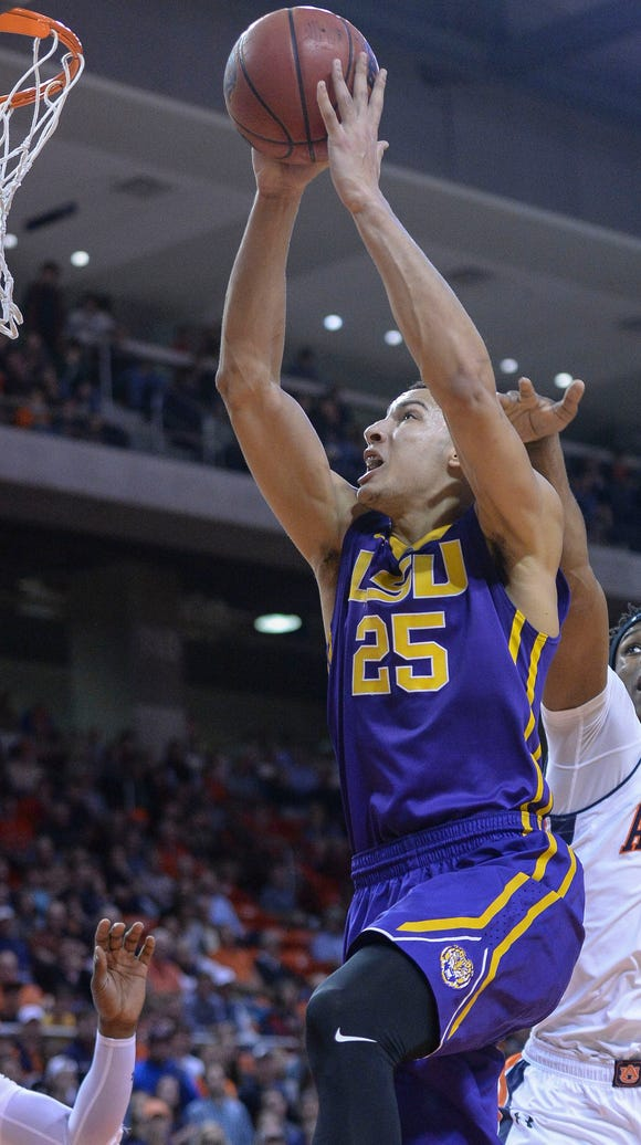 LSU forward Ben Simmons (25) scores two over Auburn
