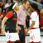Louisville coach Jeff Walz had a word with Arica Carter during a timeout. Nov. 16, 2015.
