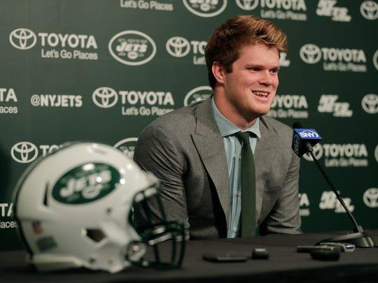 Jets_Draft_Football_67749.jpg