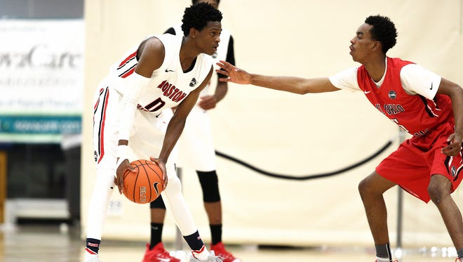 Five-star guard De'Aaron Fox (left) is high on Louisville's 2016 wish list. (2015 NIKE EYBL. SESSION 4. Minneapolis, Minn.)