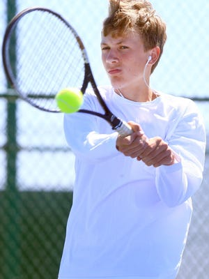 Veterans Memorial's Andrew Keene and the Eagles topped Flour Bluff on Friday to win the area tournament title.