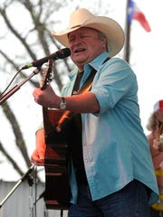 Mark Chesnutt performs during the 2017 Outlaws and
