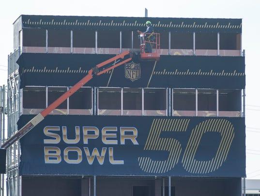 USP NFL: SUPER BOWL 50 STADIUM AND FIELD PREPARATI S FBN USA CA