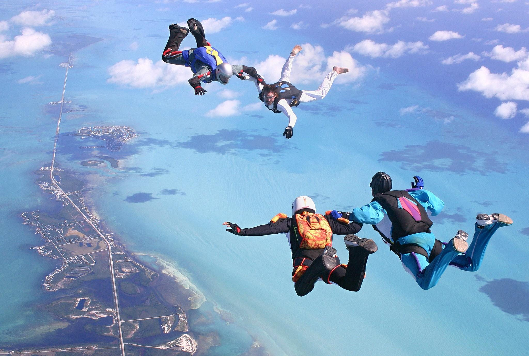636052083756912471 AFP US SKYDIVERS?width=534&height=401&fit=crop skydiving student found dead with 'no harness'