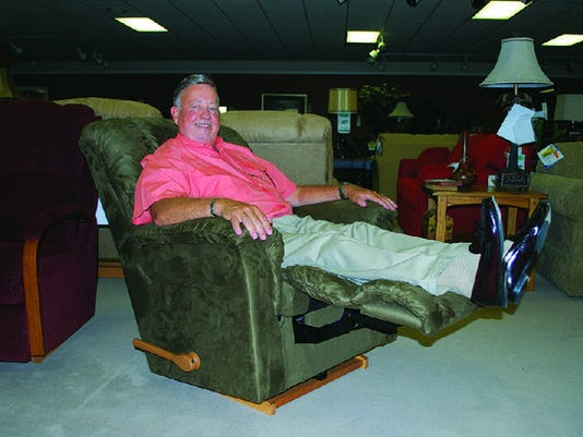 635875179327471550-phil-herring-owner-of-herring-furniture-in-strong-said-he-was-floored-amazing-decor-with-resized-99261-reclining-phil-34-20005-t630.jpg