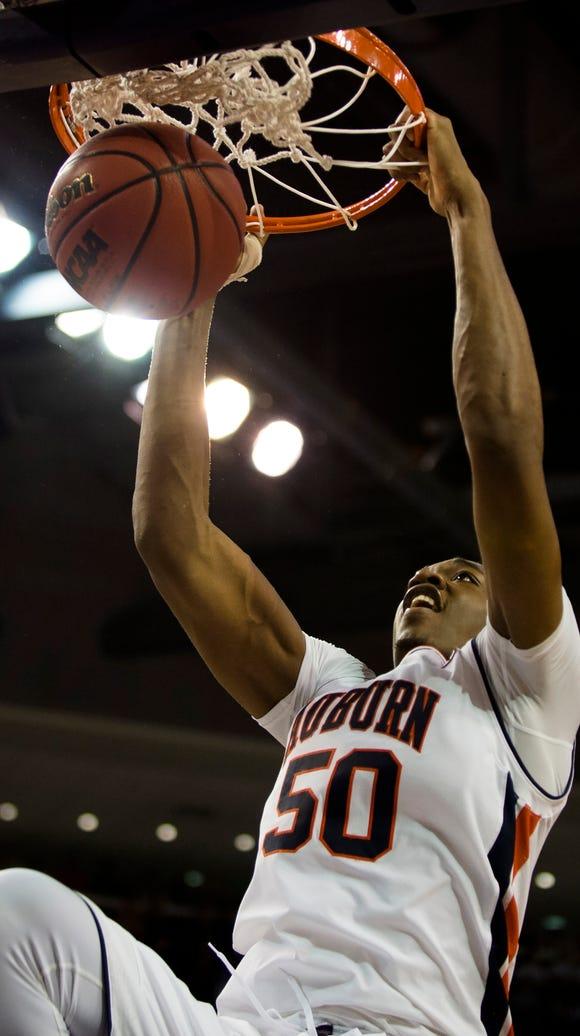 Auburn's Austin Wiley (50) dunks during the NCAA Basketball