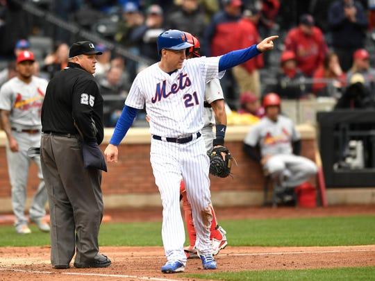 New York Mets third baseman Todd Frazier (21) points
