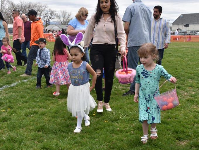 Alexia Navarro, 4, left, and Sophie Gehlert, 3, look