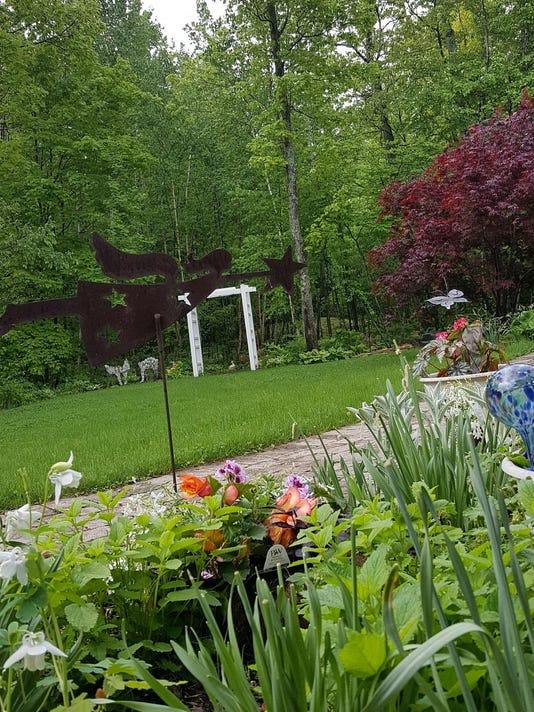 dcn 0727 artful garden walk Mutchler Garden