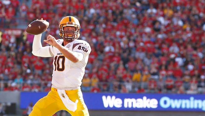 Taylor Kelly throws a pass against Arizona on Friday, Nov. 28, 2014 in Tucson, Arizona.