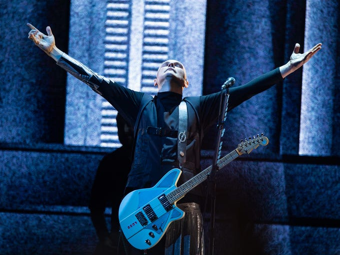 """Smashing Pumpkins kicked off their """"Shiny And Oh So"""