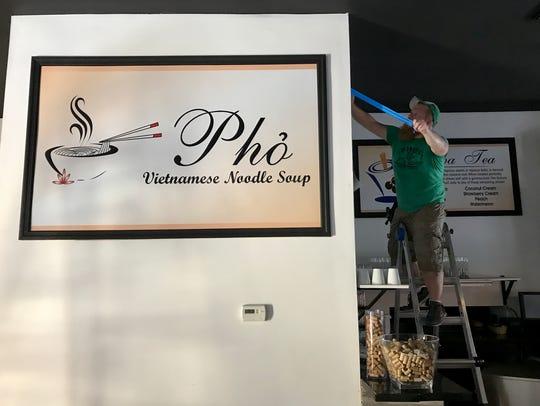 Hank Hodges of Pioneer Printing in Cape Coral hangs