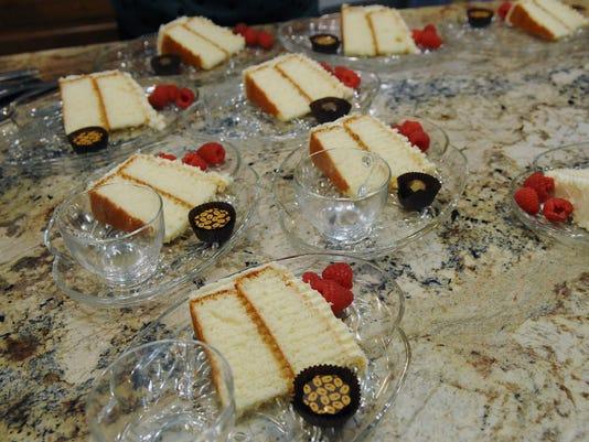 dinnerparty-lemon chocolate cake