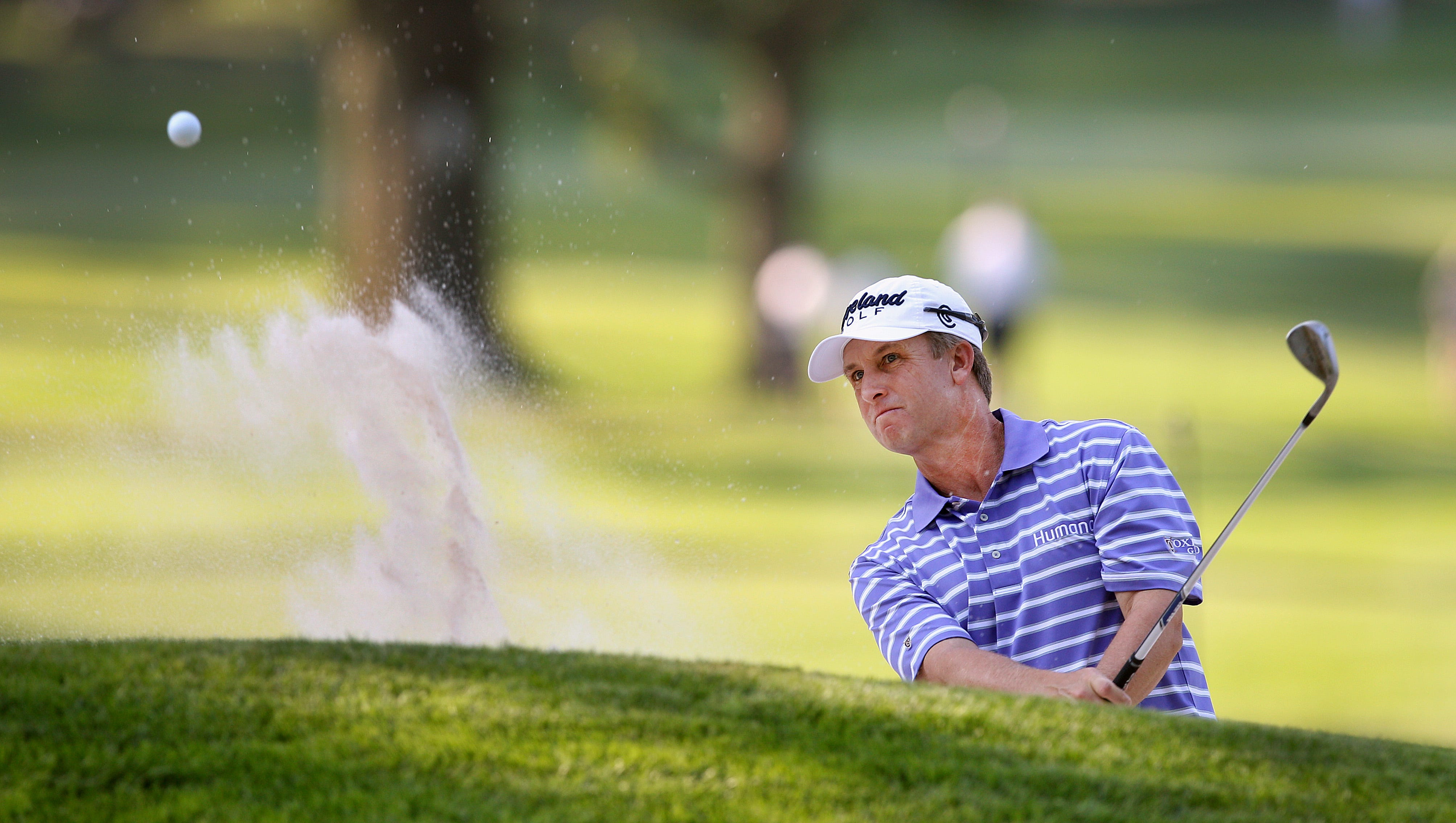 David Toms hits out of a bunker on 7.