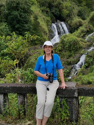 "Becky Smith is seen posing along the famous ""Road to Hana."" She and husband Houston Smith visited Oahu and Maui in September."