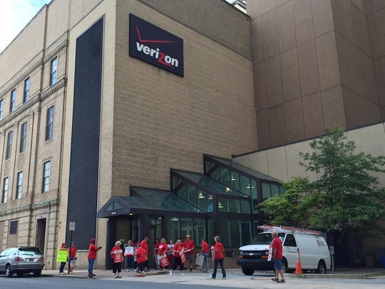 Verizon workers picket outside the company's Dispatch