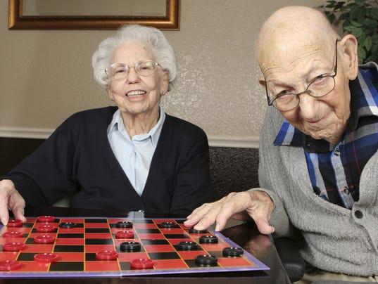 636566281853597240-couple-playing-checkers.jpeg