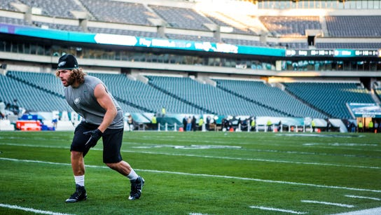Former Eagles linebacker Kiko Alonso warms up before