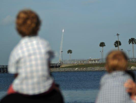 Atlas V launch crowds