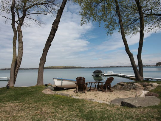 Key features: Treed setting on Orchard Lake, extensive